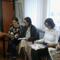Adriana Mesochoritisová a účastníčky a účastníci kreatívneho rodové tréningu pre RTVS Košice