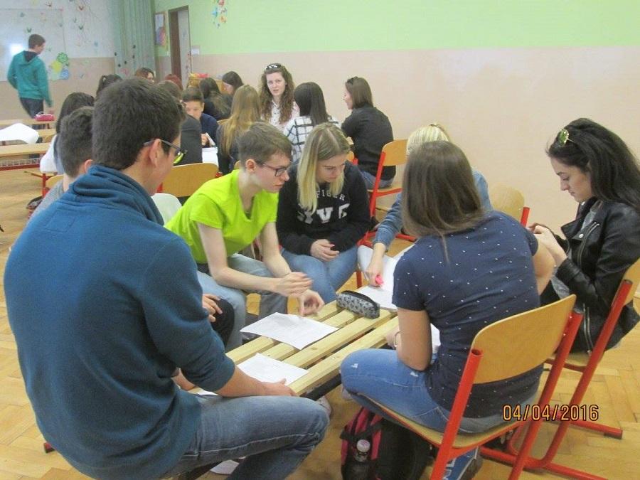 Študenti a študentky z Gymnázia Ivana Kupca v Hlohovci diskutujú o ženách v histórii